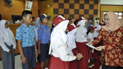 DWP Banyuasin Berikan Beasiswa Kepada Pelajar
