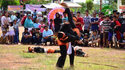 Atlet Asal Banyuasin Pamerkan Pecak Silat Di Festival Banyuasin.