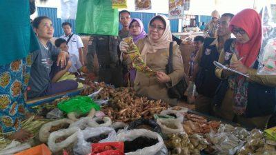 Pemkab Banyuasin Sidak Pasar, Pastikan Stok Sembako Aman, Ditemukan Barang Kadaluarsa.