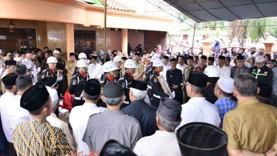 Kadisdikporapar Banyuasin Sofran Nurozi Tutup Usia, Plt. Bupati Banyuasin Beri Penghormatan Terakhir