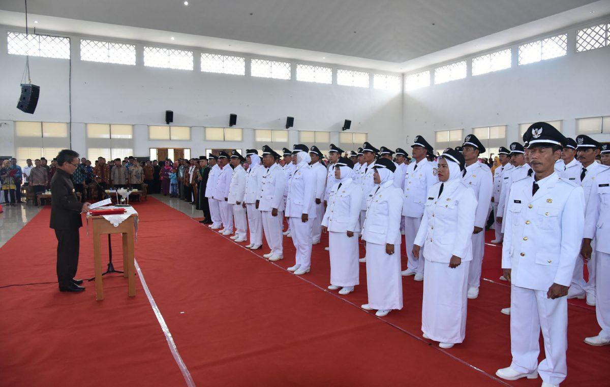 48 Kepala Desa Hasil Pemilihan e-Voting Resmi dilantik Bupati Supriono.