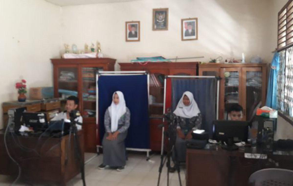 Disdukcapil Banyuasin Jemput Bola ke Sekolah untuk Proses e-KTP
