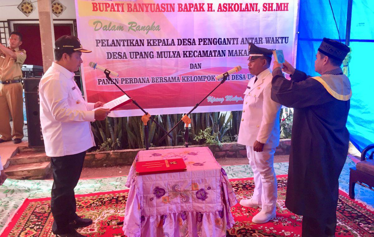 Bupati Askolani Lantik PAW Kepala Desa Upang Mulya
