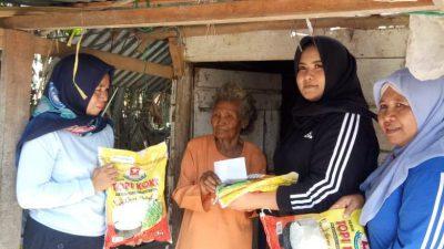 Bersama FSB, Istri Bupati Banyuasin Berbagi dengan Masyarakat yang Membutuhkan