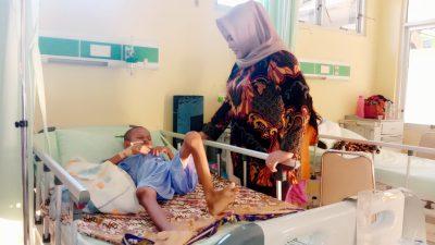 dr. Fitri Kunjungi Anak Pengidap Usus Buntu