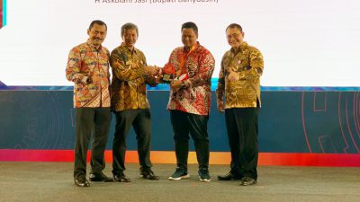 Bupati Askolani Terima Penghargaan TOP Leader on Digital Implementation 2019