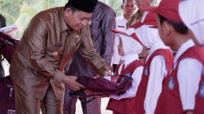 Bupati Banyuaisn H Askolani Mendapat Penghargaan Sebagai Kepala Daerah Peduli Pendidikan Dari Pgri Propinsi Sumsel