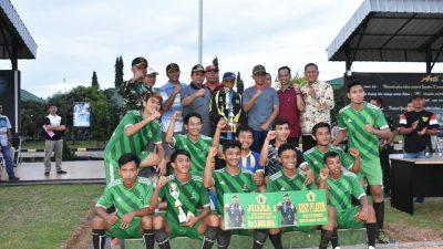 Bupati Hadiri Penutupan Turnamen Sepakbola Yonzikon Karana Jaya 12
