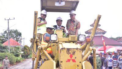 Launching Jalan Poros Kecamatan Banyuasin I – Kecamatan Air Salek.