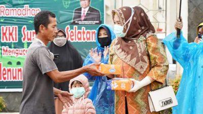 Jumat Barokah Ramadan, dr Fitri Askolani Ajak Keempat Putrinya Tunaikan Niat Berbagi